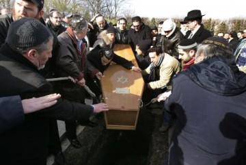 Aux obsèques d'Ilan Halimi, le 17 février 2006 au cimetière de Pantin.
